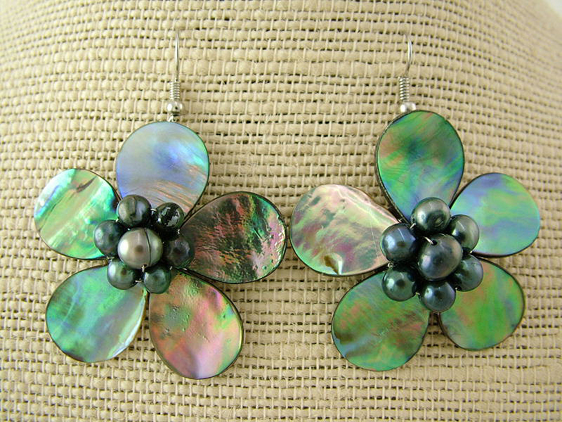 shop-jewellery-paua-flowers-black-pearl-earrings - Waipu Museum